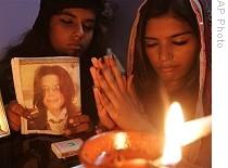 AP-Michael-Jackson-Pakistan-fans-26Jun09_210
